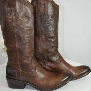 NWT/NIB Frye Carson Pull On Boots - Brown 6.5